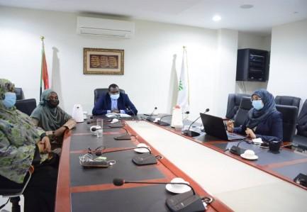 الأمين العام  للاستراتيجية والمعلومات  يطلع على تقريراداء ولاية الخرطوم للعام 2020م في مرحلة القراءة الأولى
